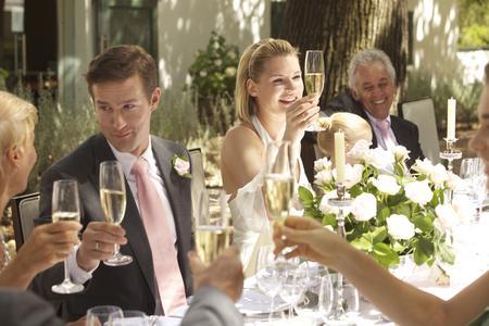 In den letzten zehn Jahren im Trend: Immer mehr Paare entscheiden sich für eine Hochzeit im Sommer oder Frühling