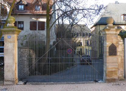 Gradinger und Gradinger, Werkstatt für Metallgestaltung bekamen den Verzinkerpreis für Metallgestaltung des Jahres 2011 für die Toranlage des Pfarramtes St. Georg in Nieder-Olm