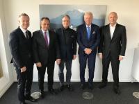 Der neue Verwaltungsrat setzt sich aus Jobst Wagner, Präsident des Verwaltungsrats der REHAU Gruppe (Mitte), und Thomas Endres, derzeitiger Verwaltungsratspräsident MBT (Zweiter von rechts), zusammen. Die Geschäftsleitung des neuen Unternehmens übernimmt Dr. Stefan Girschik (Zweiter von links) als CEO, während Philipp Endres (rechts) als stellvertretender CEO und Marco Zahnd (links) als CFO tätig sind.