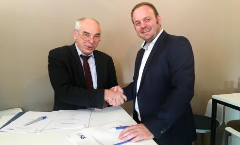 v.l.n.r.: Gerhard Meister, Geschäftsführer affinis consulting GmbH, und Dr. Guido Moritz, Vorstandsvorsitzender der SIV.AG, bei der Vertragsunterzeichnung