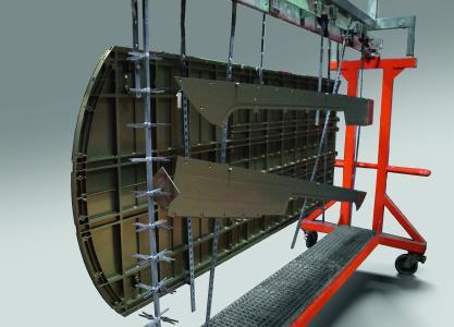Beschichtungsgestell mit der Bodenplatte eines Helikopters sowie Abdeckungen für Kabelschächte. Alle Bauteile wurden nach dem HART-COAT®-Verfahren harteloxiert / Foto: AHC