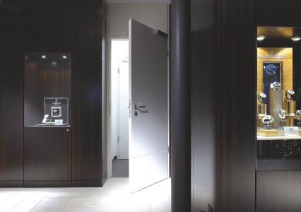 Aqua SL-415-Schichtlack verleiht Innentüren und anderen vertikalen Flächen eine Widerstandsfähigkeit gegen Kratzer und mechanischen Beanspruchungen (Bildquelle: Remmers, Löningen)