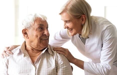 """Mit """"Book & Trace"""" Pflegeheimbewohner vor dem Corona-Virus schützen und Interaktion mit Freunden und Familie ermöglichen – ohne flächendeckende Isolation"""