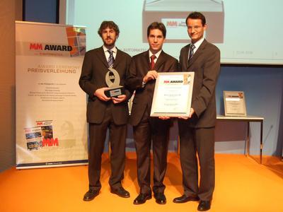 Den MM-Award in der Kategorie Greifertechnik nahmen stellvertretend für das Team Herr Andreas Hoch (Leiter Vorentwicklung SCHUNK), Herr Dr. Karsten Weiß (IPR Karlsruhe) und Herr Dirk Osswald (Entwicklung SCHUNK) (v. r.) entgegen