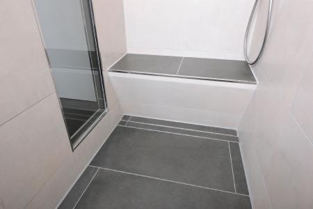 Barrierefreie Duschbereiche werden bei Bewohnern jeden Alters immer beliebter. Sie entsprechen dem zeitgemäßen Wohnkomfort und sind zudem eine Investition in die Zukunft