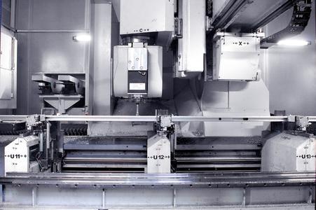 Das EiMa-Profilbearbeitungszentrum der Baureihe Alpha C arbeitet problemlos im 3-Schicht-Betrieb