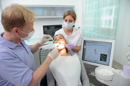 Erfolgreiche Markteinführung: Der Mundscanner cara TRIOS gestaltet die digitale Abformung für Zahnarzt und Patient besonders komfortabel (Foto: Heraeus)