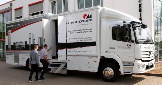 Mit dem Infomobil – dem rollenden Ausstellungsraum – bringt RK Rose+Krieger die Messe zu den Interessenten