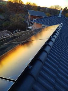Bild: SunPower Module bei einem iKratos Kunden
