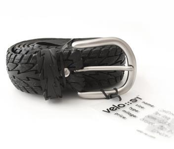 Velo-re Gürtel werden aus recycelten Fahrradpneus hergestellt. Gute Haftung und modische Avantgarde inklusive. Erhältlich in 2 Größen ab 39,90 EUR unter www.hello-neo. com/shop