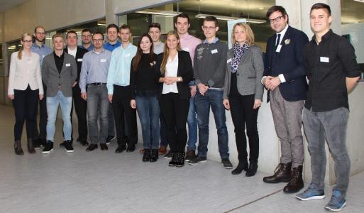 Im Senatssaal der Hochschule Aalen tauschten sich alte und neue Deutschlandstipendiaten mit ihren Förderern aus. Foto: © Hochschule Aalen/ Janine Soika