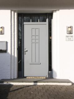 Stilvolle Haustüren sind die Visitenkarte des Hauses. Die Remmers Lacksysteme bieten Schutz und Ästhetik zugleich / Bildquelle: Remmers, Löningen