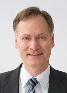"""Georg Berner, Leiter Strategische Unternehmensentwicklung Konzern-Holding, Festo: """"Festo macht sich für die Automatisierungstechnik den stabilen Schwebezustand durch Supraleitung zu Nutze."""" (Foto: Festo)"""