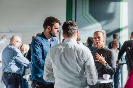 IIT 2018 München: Teilnehmer nutzen die Pausen zum Austausch.