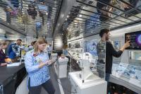 Die Ausstellung im Erdgeschoss zeigt innovative Entwicklungen aus dem Bereich der sechs Zukunftsaufgaben der neuen Hightech-Strategie