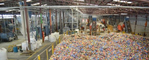 In Honduras the collection rate of PET bottles amounts to 84 %. 2000 t PET bottles per month are treated with the plant technology from Herbold Meckesheim