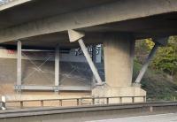 Die Zubringer-Brücke A67/A3 am Mönchhofdreieck bei Frankfurt wurde durch eine feuerverzinkte Stahlkonstruktion ertüchtigt