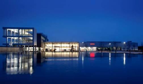Auf den Dächern der Honda Akademie soll die Honda Soltec-Photovoltaikanlage jährlich circa 88 000 Kilowattstunden Strom erzeugen