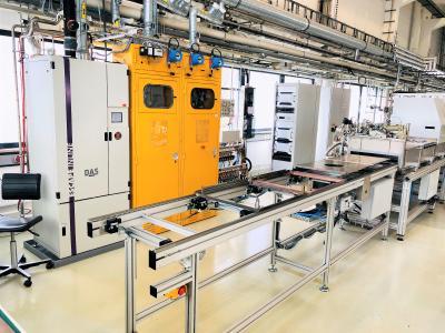 Die Mehrkammer-Inline-Beschichtungsanlage im AE-Plasmalabor.