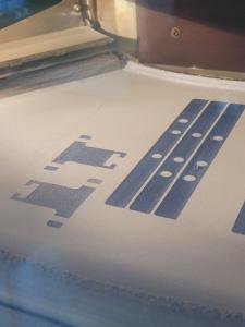 Blau und besonders gut sichtbar - apc-tec erweitert Materialangebot um blau durchgefärbtes PA 11 speziell für die Lebensmittelindustrie