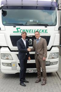 Schnellecke Logistics setzt  auf Trimble Transport & Logistics (v.l):  Thomas Lammer, Vorstand Schnellecke Transport AG und Carsten Holtrup, Vice President Sales Europe bei Trimble Transport & Logistics.