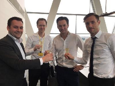 Freuen sich auf die gemeinsame Zukunft: Stijn Nijhuis (CEO von Voiceworks), Jacob Boskma (CTO von Xenosite), René Bandsma (CEO von Xenosite) und Koen van Geffen (CEO von Voiceworks) V.l.n.r.. Fotovermerk: Voiceworks