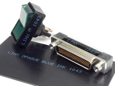 Kontrastreiche Kabel- und Komponentenkennzeichnung ist mit dem Inkjet-Codierer Linx 7300 Spectrum möglich