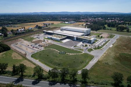 HARTING hat das Logistikzentrum European Distribution Center (EDC) in Espelkamp nun in Betrieb genommen
