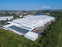300 Mitarbeiter arbeiten in einem modernen Produktionswerk in Neuenstadt, direkt an der A81 gelegen