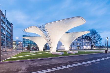 Three technically optimised OPV Solar Trees now stand in the redesigned entrance area of  Merck KGaA in Darmstadt. (©Picture Merck KGaA)