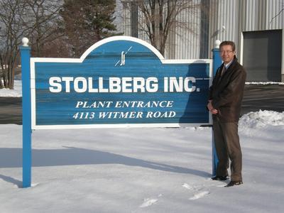 Dirk Steinkemper vor dem Gebäude der Stollberg Inc.