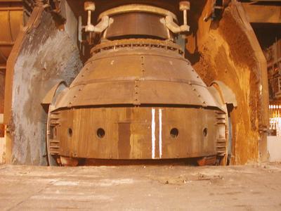Die riesigen Stahl-Konverter bei Tata Steel am Standort Port Talbot haben ein Fassungsvermögen von je 330 Tonnen