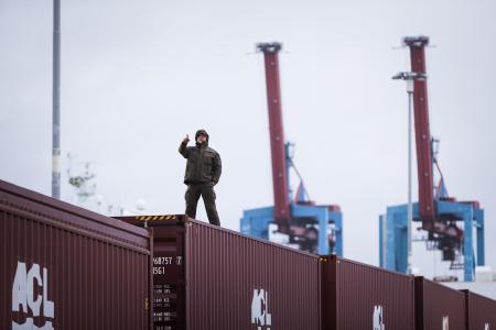 Die Challenge findet im Hafen von Göteborg statt, wo ein Volvo FH16 750 mit I-Shift-Crawler und Magnus Samuelsson am Steuer versuchen werden, einen extrem schweren Containerzug zu ziehen