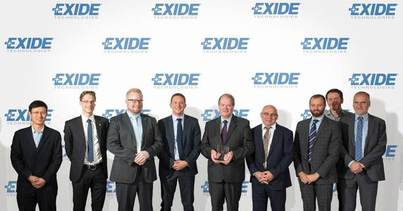Exide Mitarbeiter in Posen nehmen den Volvo Cars Quality Excellence (VQE) Award entgegen