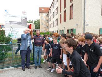 Startschuss des Spendenlaufes Udo Folgart (rechts - Präsident Landesbauernverband) und Klaus Skarabis, (links - Schatzmeister Kinderhilfe Sambia e.V.)