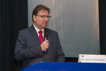 Dr. Silvius Grobosch, Mitglied des geschäftsführenden Bundesvorstandes des Bundesverbandes Materialwirtschaft, Einkauf und Logistik e.V. (BME), bei der Eröffnung der 8. BME-eLÖSUNGSTAGE am 14. März 2017 Foto: Dirk Uebele/BME e.V.