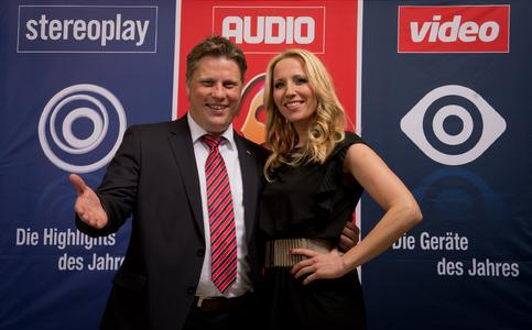 Andreas Stumptner (Chefredakteur Video) und Moderatorin Katja Wunderlich (Bayern 3) präsentierten die Geräte des Jahres 2014
