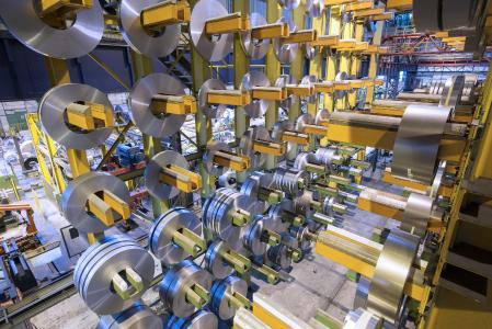 """Elektroband von thyssenkrupp ist ein wichtiger Bestandteil der Stromversorgung und der Elektromobilität. Zu sehen ist dies auf der internationalen Fachmesse """"Coilwinding"""" in Berlin"""