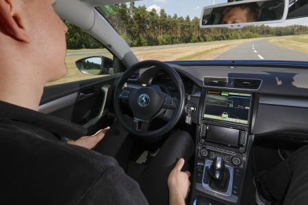 Continental treibt automatisiertes Fahren weiter voran und entwickelt intelligente Technologien, die immer mehr Fahrfunktionen übernehmen – sofern es der Fahrer möchte. Der Vorteil: Höhere Sicherheit, mehr Komfort, mehr Effizienz, © Continental AG