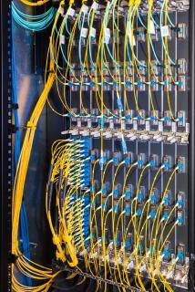Das Internetinfrastrukturnetz von DE-CIX erweitert sich neben globalen auch durch lokale Partnerschaften stetig und stellt dadurch essenzielle Interconnection Services direkt beim Endkunden zur Verfügung / Bildquelle: DE-CIX