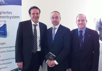 Die Gewinner (v.l.): Dr. Rudi Herterich (DHC) sowie Jürgen Seifert und Esteban Perez Burdeus (Nürnberger Versicherung)