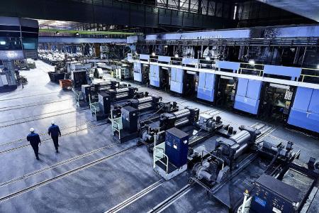 Die sechsgerüstige Tandemstraße der thyssenkrupp Rasselstein GmbH erhält von SMS group ein neues, prozessoptimiertes Ölauftragssystem. Quelle: thyssenkrupp Rasselstein GmbH
