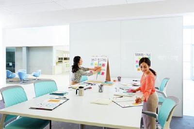 Post-it Haftnotizen helfen, Meetings effektiv und farbenfroh zu strukturieren – auch auf Abstand / Foto: 3M