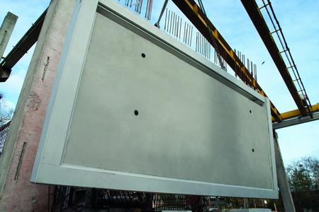 NOEliner anti-slip textures make concrete walking surfaces – such as this balcony floor slab – safer. The example shown here is the NOEliner