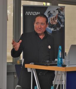 Frederic Braut, EMEA Director Cloud Computing, Arrow, präsentiert die Vorzüge von ArrowSphere.