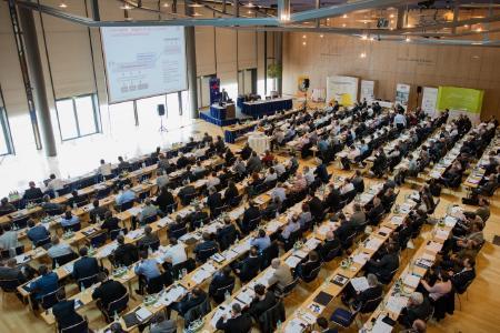 Das Dresdner Kongresszentrum beherbergt am 10/11. April 2018 den BHKW-Jahreskongress 2018 mit voraussichtlich 200 Teilnehmerinnen und Teilnehmern. (Bild: BHKW-Infozentrum)