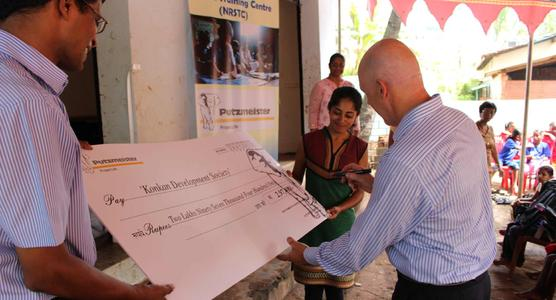 Putzmeister brought a donation of 297,400 Rupees (approx 4,250 €) for the society