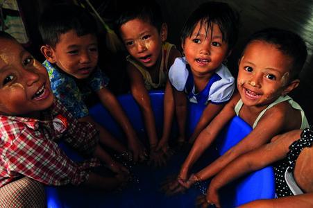 Engagement seit 2013: In Kooperation mit Plan International Deutschland unterstützt GEZE die Verbesserung der Lebensbedingungen von Kindern auf der ganzen Welt / Foto: Plan