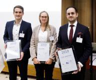 Die Preisträger der VWI-Awards 2019: Markus Schober, Michelle Maurer und Benjamin Nitsche (von links) / Foto: VWI/Dirk Bleicker