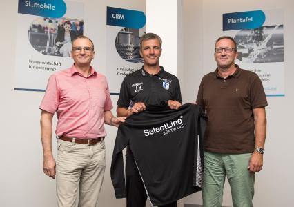 Rainer Kuhn (Geschäftsführer SelectLine Software GmbH), Jens Härtel (Cheftrainer des 1. FC Magdeburg), Michael Richter (Leiter Vertrieb & Marketing SelectLine Software GmbH). (v.l.n.r) Foto: ©Norman Seidler/ 1. FC Magdeburg